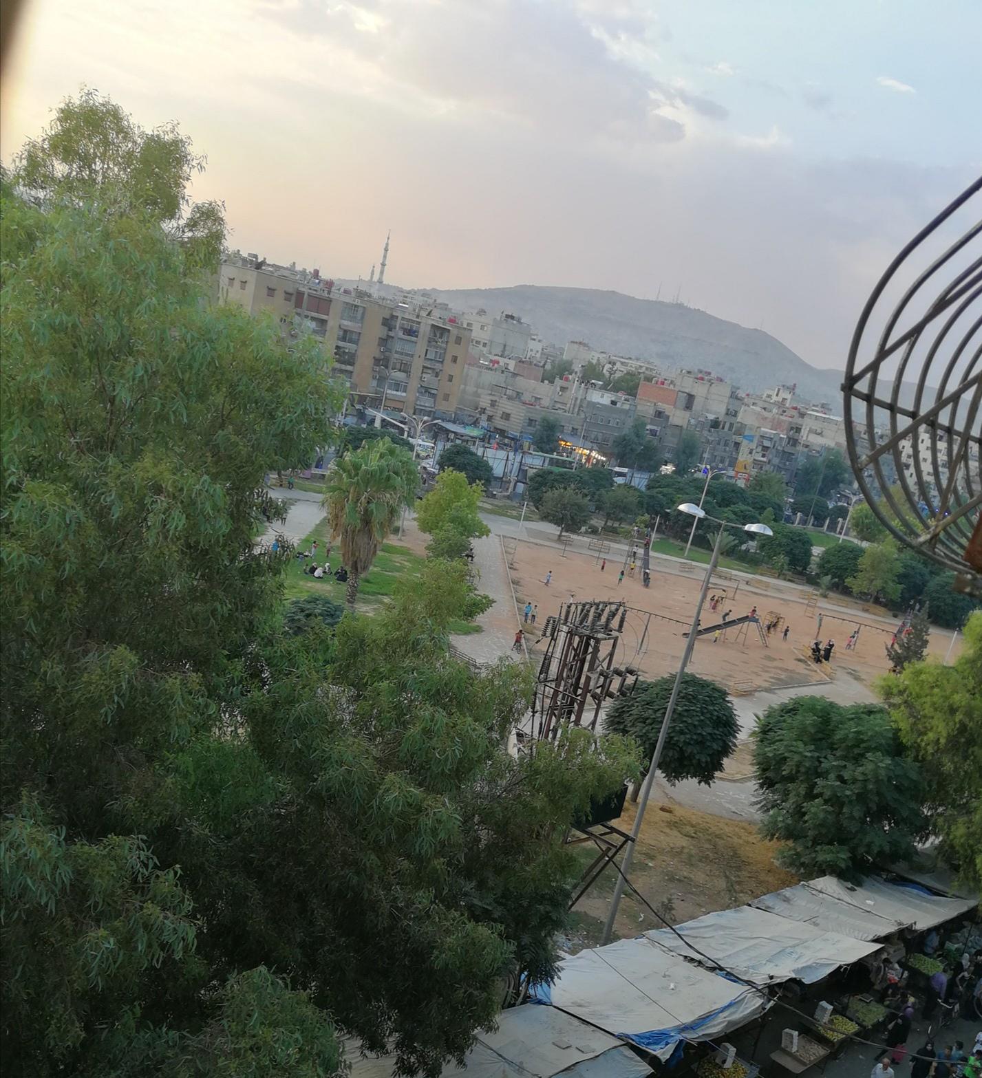 شقة للبيع دمشق الزاهرة الجديدة بداية حي الزهور إطلالة على الحديقة مباشرةً