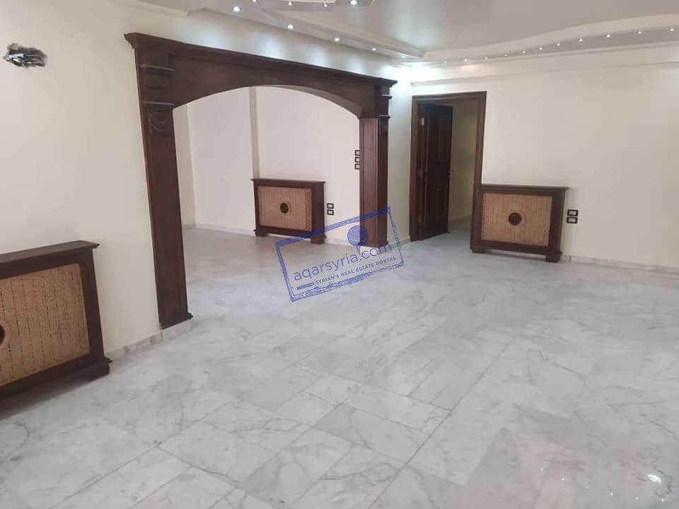 شقة مساحة 180 م للبيع ، ٣ غرف + حمامين