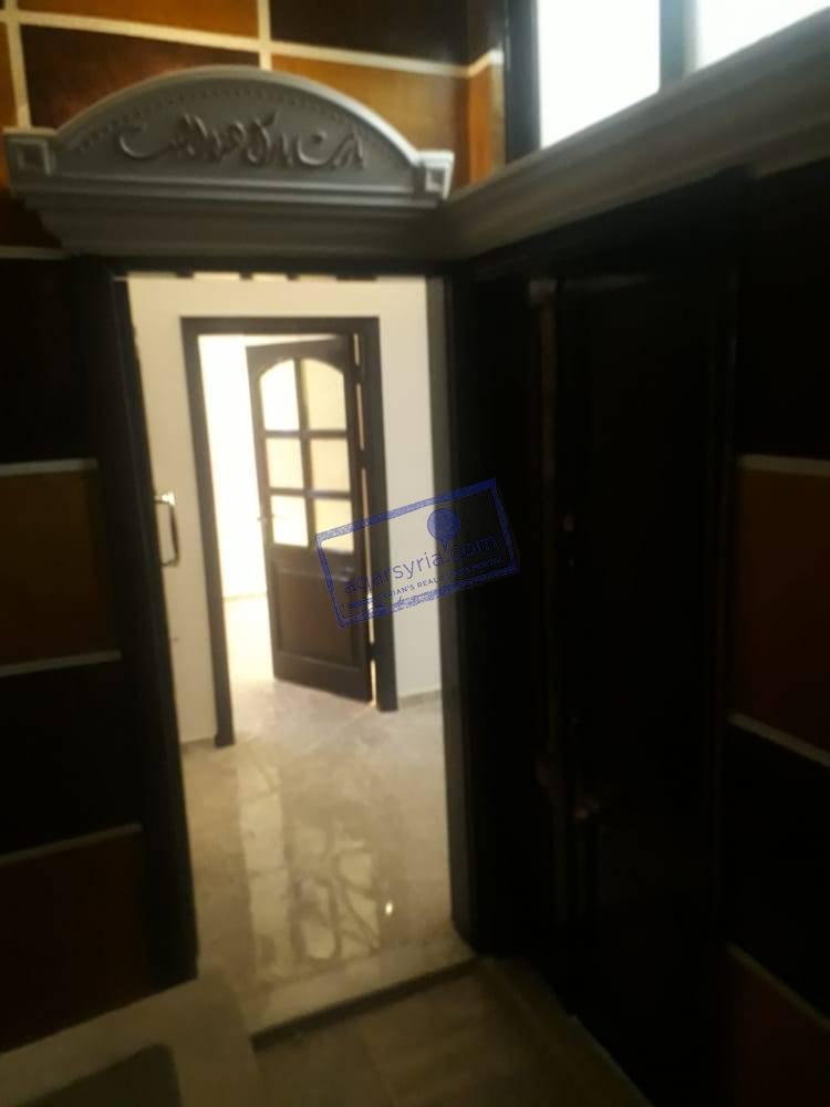 منزل على شارع رئيسي لقطة للبيع السعر 110 مليون مساحة 150 م