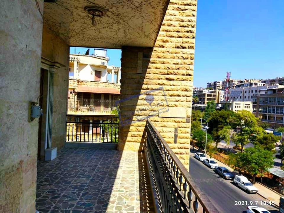 شقة سكنية للبيع – في أحدى الشوارع الراقية و الرئيسية