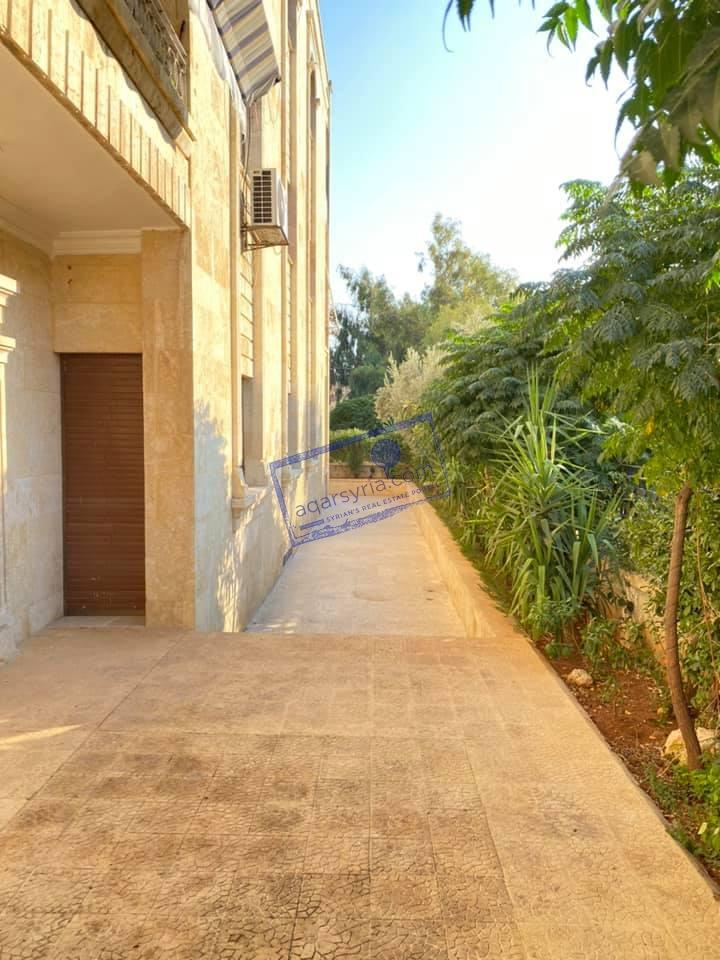 منزل 6 غرف بحديقة أمامية للبيع
